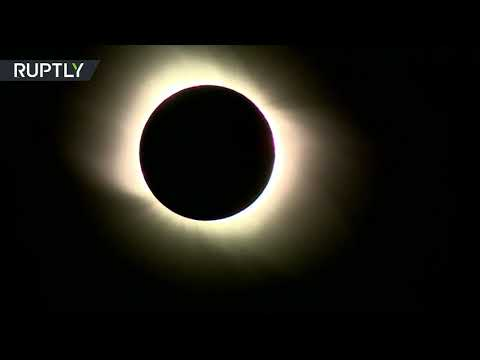 شاهد لقطات تظهر الكسوف الكلي للشمس في سماء الأرجنتين