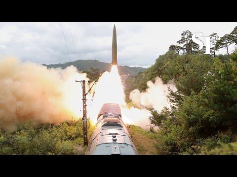 كوريا الشمالية تطلق صواريخ محمولة على عربات سكك حديدية