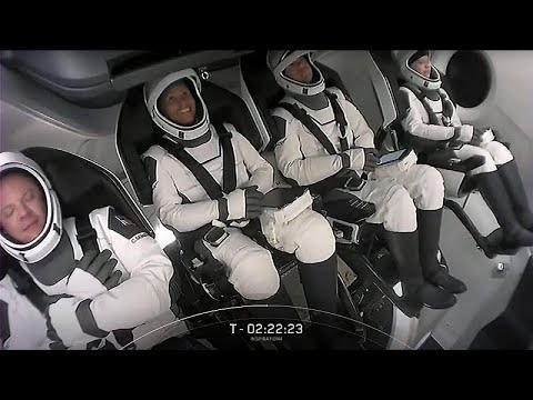 سياح سبايس اكس يخوضون رحلة تاريخية لـ3 أيام في مدار الأرض