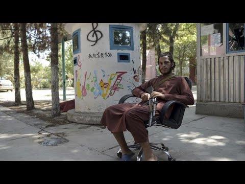 موسيقيون أفغان هربوا من حركة طالبان تاركين آلاتهم بل روحهم
