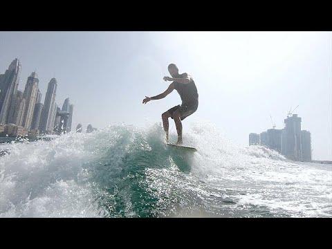 التزلج على الأمواج وركوبها رياضة رائجة في دبي